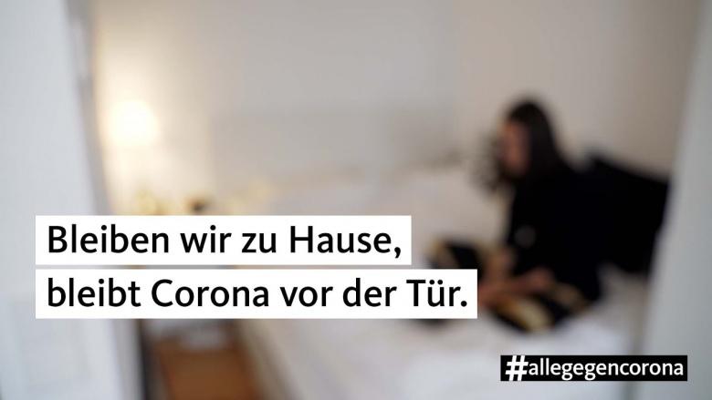 bleiben_wir_zu_hause_bleibt_corona_vor_der_tuer.