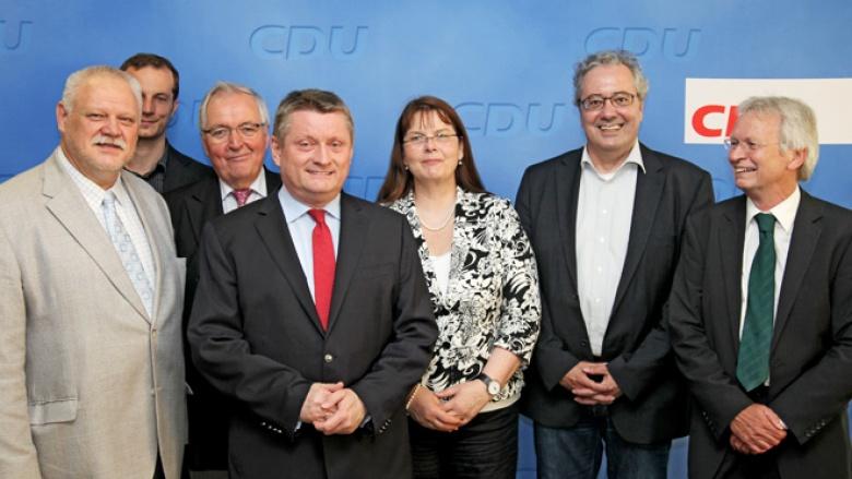 """CDU-Generalsekretär Herman Gröhe und Vertreter des Bündnisses """"Gemeinschaftswerk Energiewende"""""""