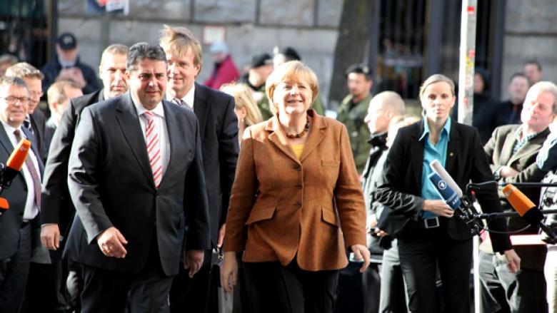 Bundeskanzlerin und CDU-Vorsitzende Angela Merkel und SPD-Vorsitzender Sigmar Gabriel vor Beginn der Gespräche