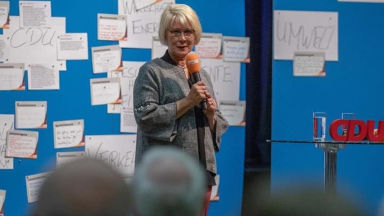 CDU-Kreisvorsitzende Astrid Damerow begrüßte ihren Ministerpräsidenten und richtete ein paar wenige Worte an die Teilnehmer