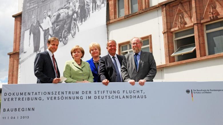 Bundeskanzlerin Angela Merkel beim Baubeginn des Dokumentationszentrums der Bundesstiftung Flucht, Vertreibung, Versöhnung