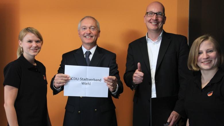 CDU-Bundesgeschäftsführer Klaus Schüler zieht die Gewinner
