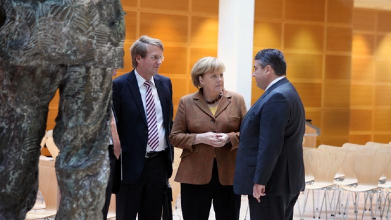 Ronald Pofalla (CDU), Bundeskanzlerin Angela Merkel und SPD-Vorsitzender Sigmar Gabriel vor Beginn der Gespräche