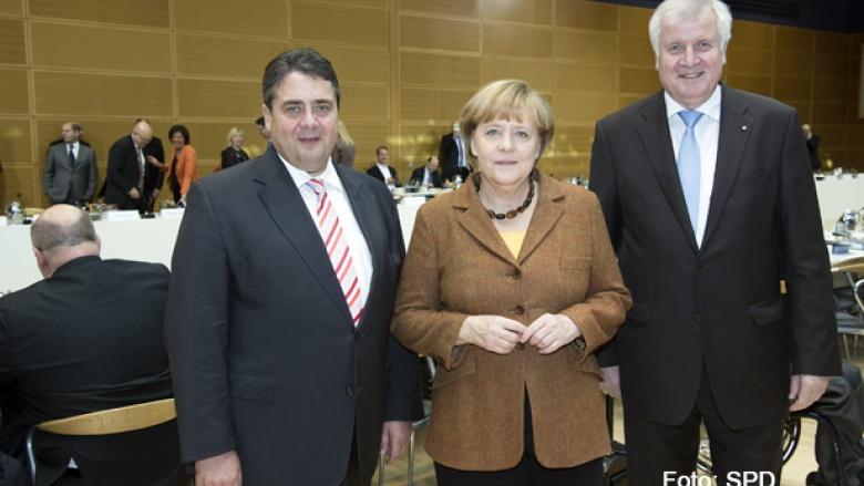 Sigmar Gabriel (SPD), Bundeskanzlerin Angela Merkel und Horst Seehofer (CSU) bei beginn der zweiten Großen Runde