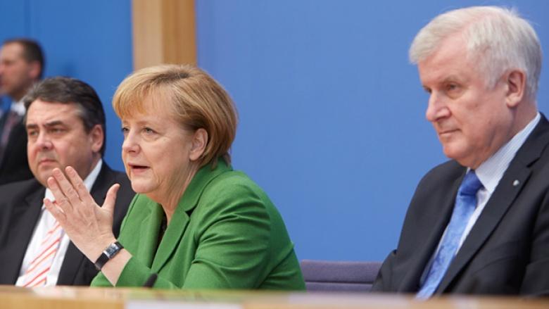 Angela Merkel stellt gemeinsam mit Horst Seehofer (CSU) und Sigmar Gabriel (SPD) den Koalitinosvertrag vor.