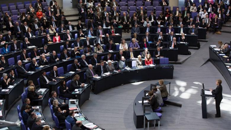 Regierungserklärung von Angela Merkel (Foto: Tobias Koch)