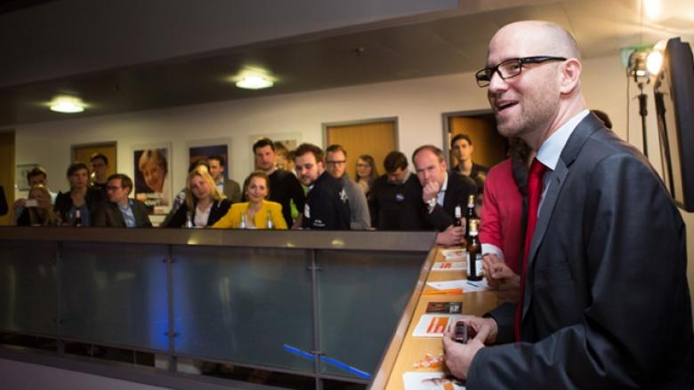 … wurden zunächst durch den Generalsekretär der CDU, Peter Tauber, auf den Abend eigeschworen