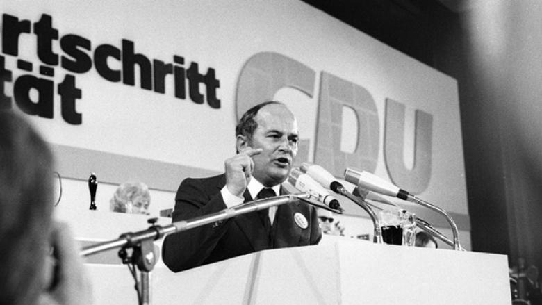 Rainer Barzel auf dem 20. Bundesparteitag der CDU in Wiesbaden im Oktober 1972 (Foto: KAS/ACDP, slomifoto.de)