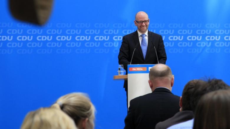 Peter Tauber bei der Pressekonferenz