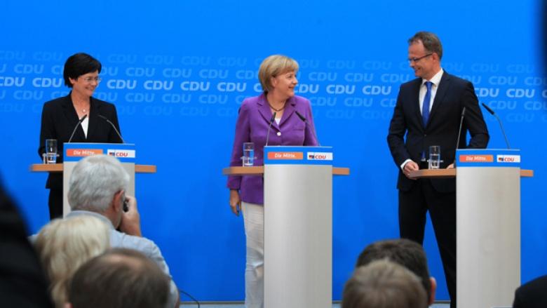 Angela Merkel, Christine Lieberknecht, Michael Schierack bei der Pressekonferenz