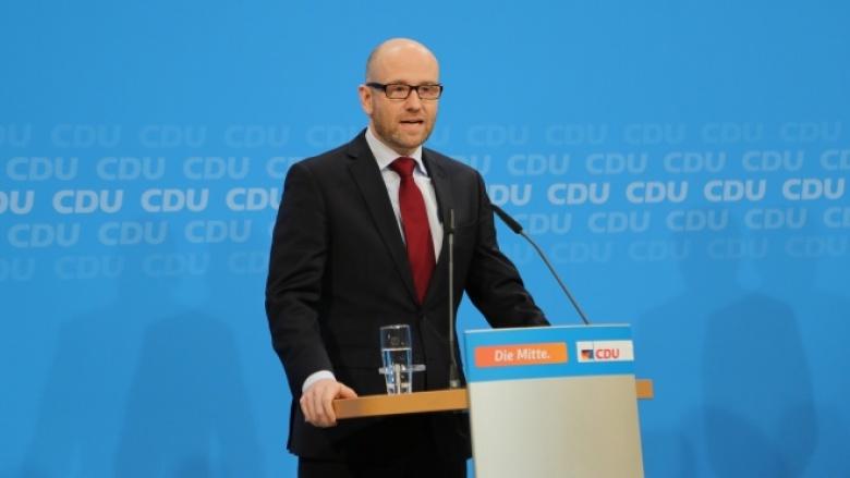 Peter Tauber beim Pressestatement zur Hamburgwahl