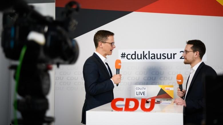 MIT-Vorsitzender Dr. Carsten Linnemann, CDU.TV-Moderator Patrick Broniewski