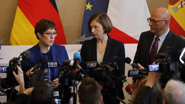 Auf dem Bild sieht man: Die Verteidigungsminister aus Deutschland, Frankreich und Spanien: Annegret Kramp-Karrenbauer, Florence Parly und Ángel Olivares Ramírez