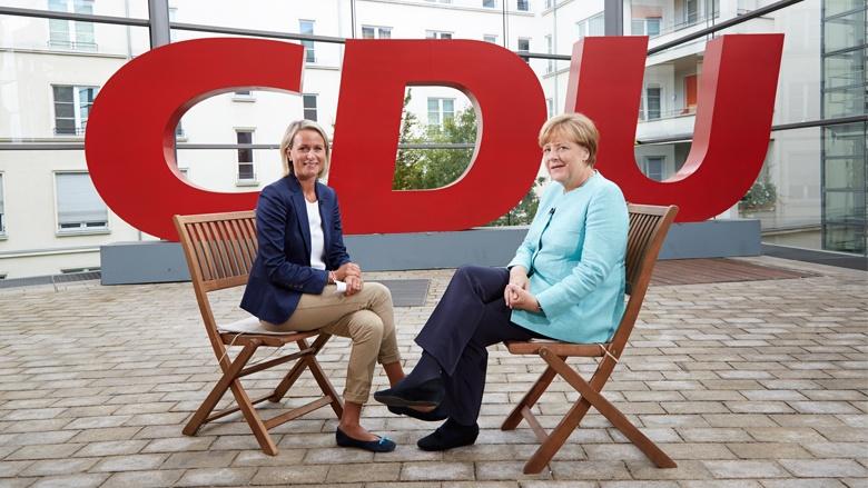 Angela Merkel beim CDU.TV-Sommerinterview mit Claudia von Brauchitsch