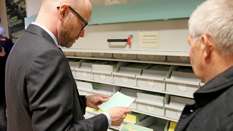 Tauber im Archiv der Behörde des Bundesbeauftragten (BStU)