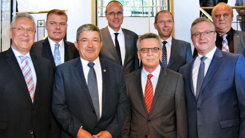 Der Bundesinnenminister mit den Unions-Innenministern der Länder