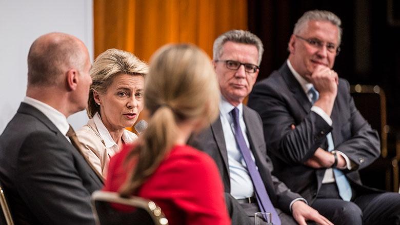Deutschlandkongress in Berlin: Ursula von der Leyen und Thomas de Maizière