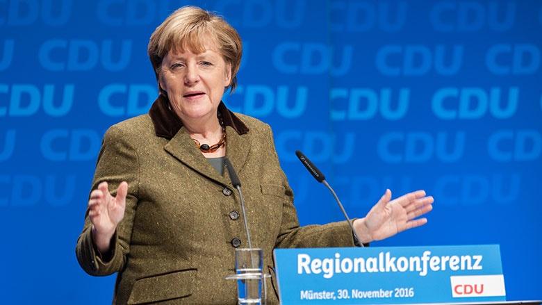 Angela Merkel auf dem Podium der Regionalkonferenz in Münster