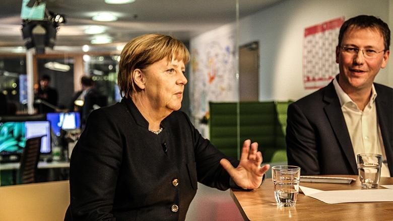 Angela Merkel und Moderator Michael Cramer