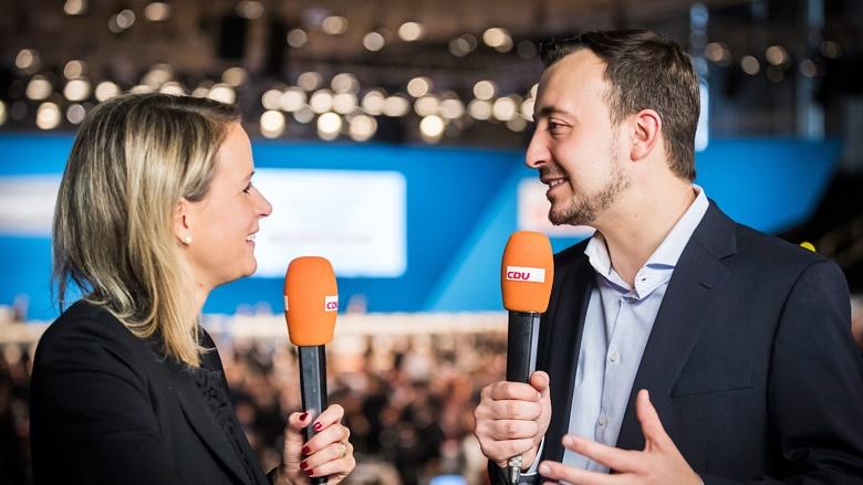 JU-Chef Paul Ziemiak im Gespräch mit CDU.TV-Moderatorin Claudia von Brauchitsch