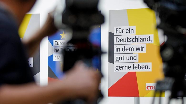 Präsentation der Parteiplakate