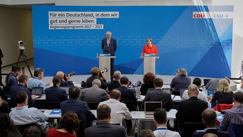 Pressekonferenz mit Horst Seehofer und Angela Merkel