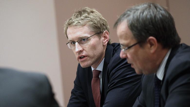 Daniel Günther, Ministerpräsident des Landes Schleswig-Holstein (li.)
