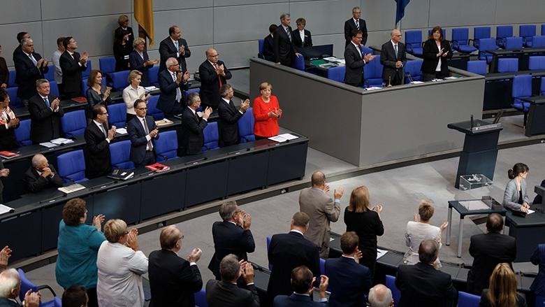 Stehender Applaus für Norbert Lammmert: Abschied aus dem Bundestag