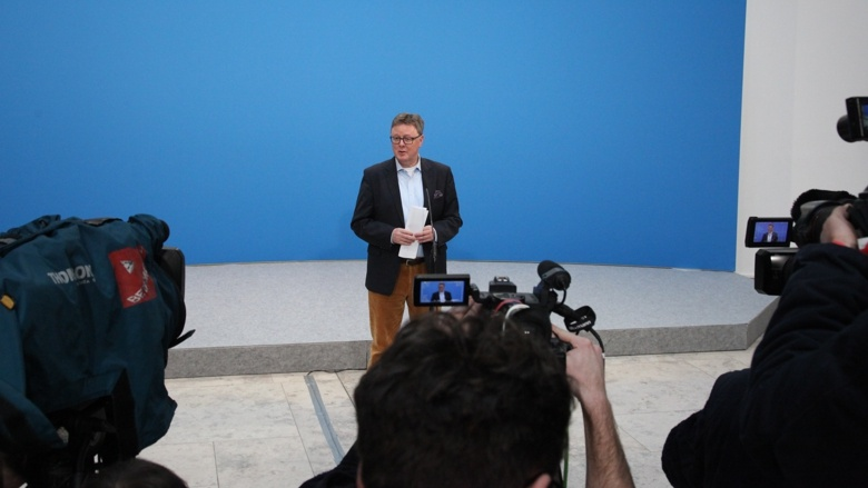 Michael Grosse-Brömer, Parlamentarischer Geschäftsführer der CDU/CSU-Fraktion, während eines Pressestatemens zum Auftakt der Koalitionsverhandlungen von CDU/CSU und SPD