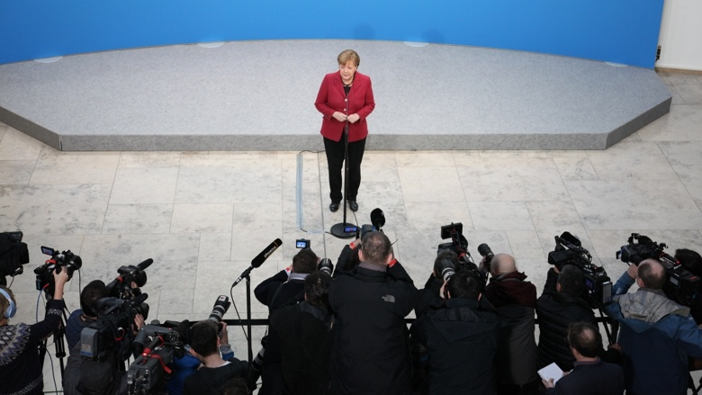 Bundeskanzlerin Angela Merkel während eines Pressestatemens zum Auftakt der Koalitionsverhandlungen von CDU/CSU und SPD
