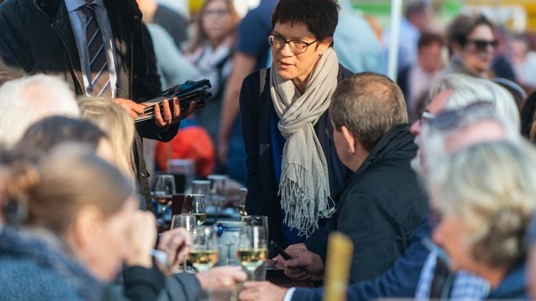 CDU-Generalsekretärin Anngret Kramp-Karrenbauer auf Wahlkampf in Hessen, Frankfurt/Main