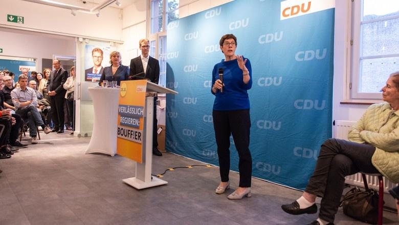 CDU-Generalsekretärin Anngret Kramp-Karrenbauer auf Wahlkampf in Hessen, Dreieich