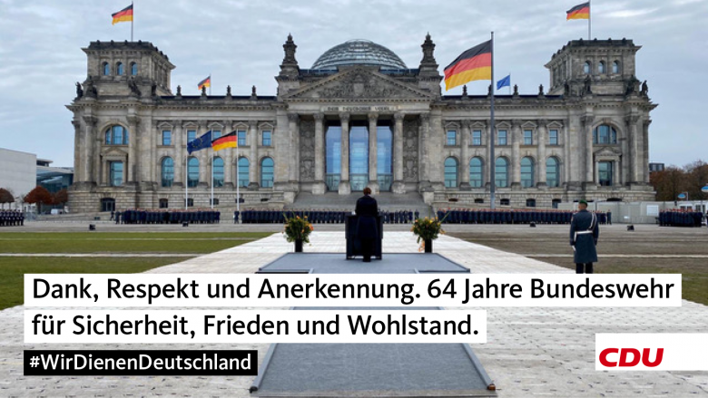 In der Mitte der Gesellschaft – Gelöbnis vor dem Reichstagsgebäude