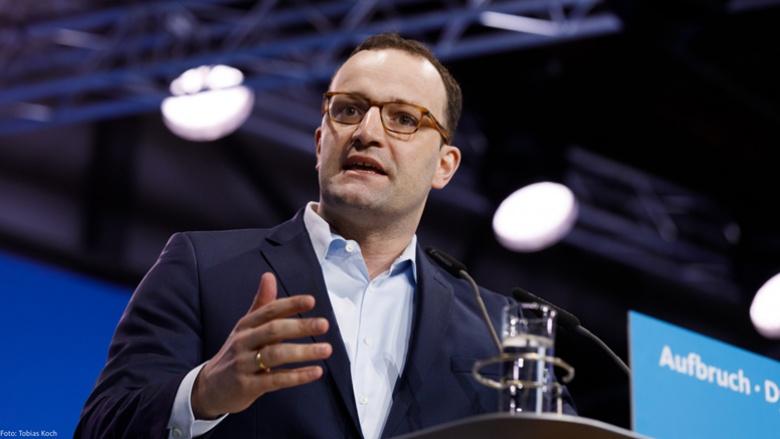 Auf dem Bild sieht man Gesundheitsminister Jens Spahn während einer Rede bei einer früheren Veranstaltung.