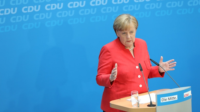 Das Bild zeigt: CDU-Vorsitzende Angela Merkel auf einer Pressekonferenz.