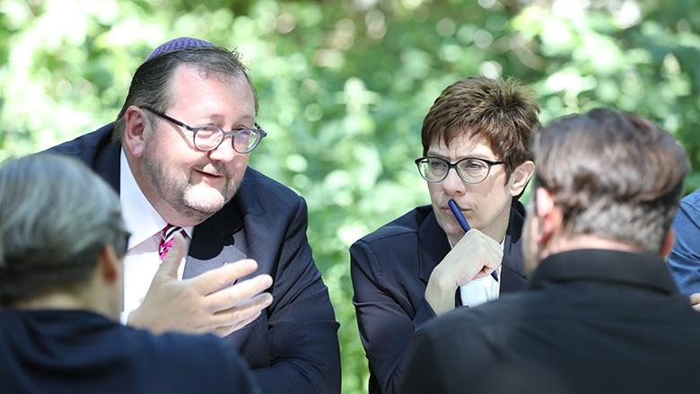 Annegret Kramp-Karrenbauer besucht in der Aktionswoche #schabbatschabbat jüdische Gesprächspartner