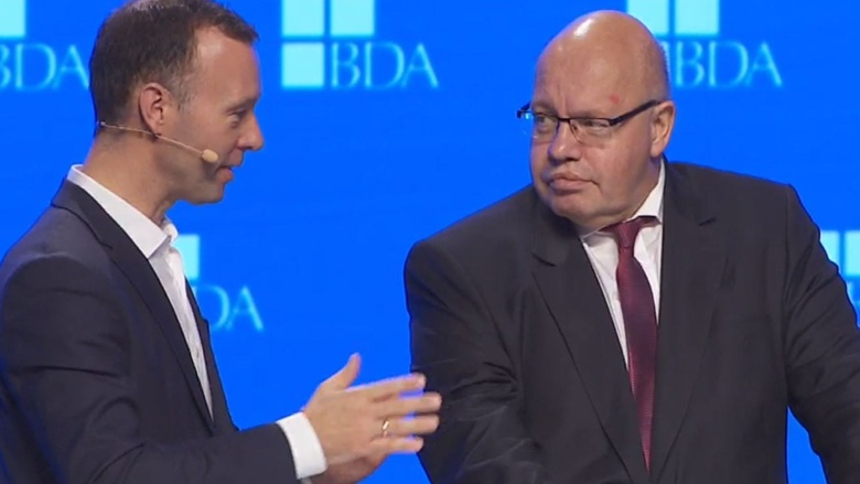 Bundeswirtschaftsminister Peter Altmaier während der Diskussion im Anschluss an seine Rede auf dem Arbeitgebertag des BDA