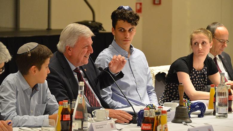 Volker Bouffier in der Jüdischen Gemeinde Frankfurt