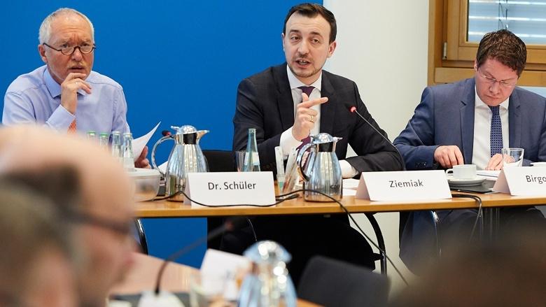 CDU-Generalsekretär mit den Damen und Herren Landesgeschäftsführern, Generalsekretären und Geschäftsführer der Vereinigungen