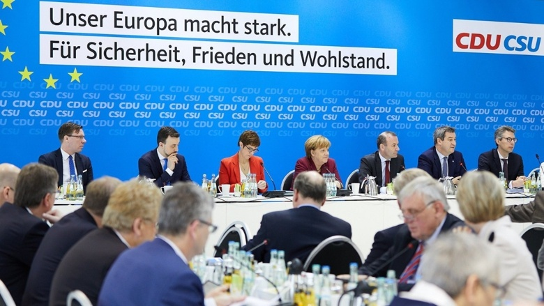 In einer gemeinsamen Vorstandssitzung beraten und beschließen CDU und CSU ihr Europawahlprogramm.