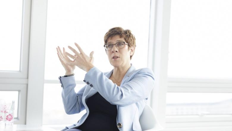 Annegret Kramp-Karrenbauer: Mehr finanzielle Hilfen für Familien
