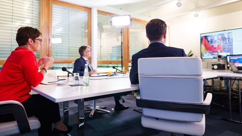 Auf dem Bild sieht man: CDU-Vorsitzende Annegret Kramp-Karrenbauer, Bundesgeschäftsführer Stefan Hennewig und Generalsekretär Paul Ziemiak bei der CDU-Kreisvorsitzenden-Konferenz
