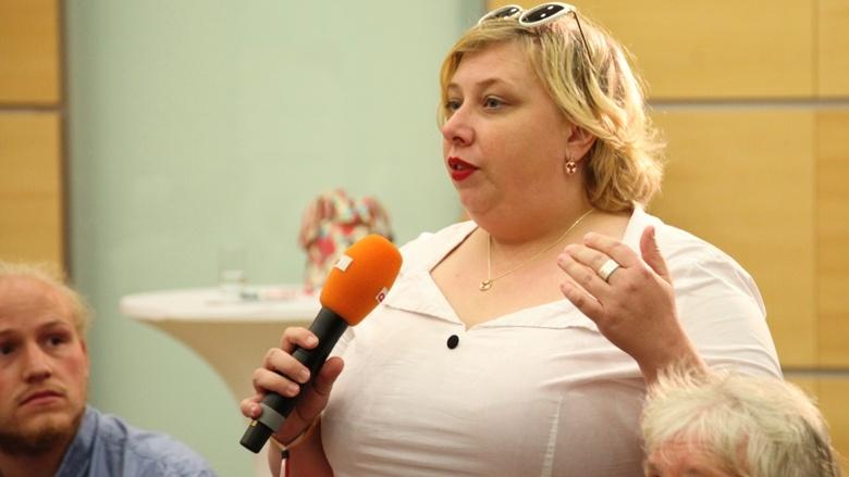 Eine Teilnehmerin während der Zuhör-Tour zum CDU-Grundsatzprogramm im Grugapark in Essen