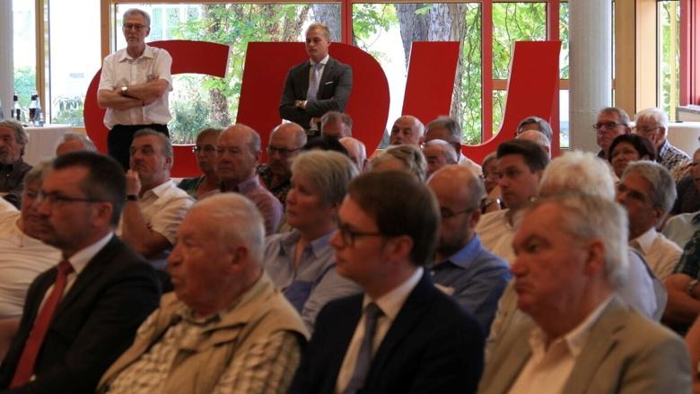 Teilnehmer während der Zuhör-Tour in Ehingen (Baden-Württemberg)