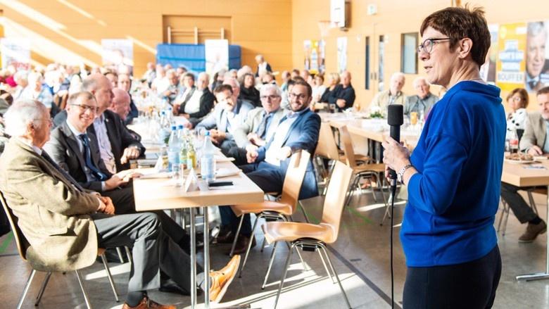 CDU-Generalsekretärin Annegret Kramp-Karrenbauer unterstützt die hessische CDU im Wahlkampf in Butzbach
