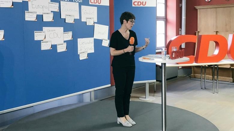 CDU-Generalsekretärin Annegret Kramp-Karrenbauer während der Zuhör-Tour in Frankfurt/Oder