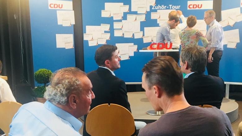 Vorbereitungen vor dem Start der Zuhör-Tour mit CDU-Generalsekretärin Annegret Kramp-Karrenbauer in Neustadt an der Weinstraße / OT Gimmeldingen