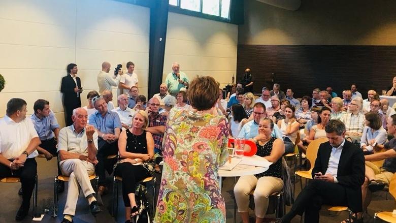 Zuhör-Tour mit CDU-Generalsekretärin Annegret Kramp-Karrenbauer in Neustadt an der Weinstraße / OT Gimmeldingen