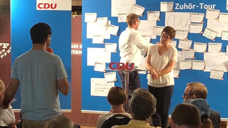 CDU-Generalsekretärin Annegret Kramp-Karrenbauer während der Zusatzstation zur Zuhör-Tour bei der CDU Hamburg in HafenCity