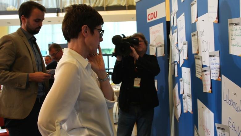 CDU-Generalsekretärin Annegret Kramp-Karrenbauer Zuhör-Tour in Fulda